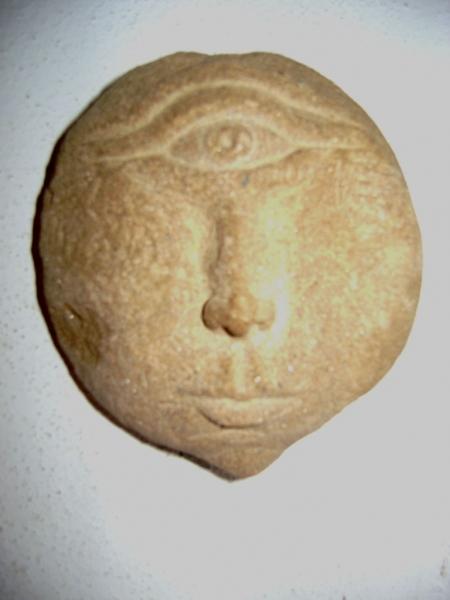 24._2008._ciclope._diametro_cm_25._scultura_in_pietra_arenaria