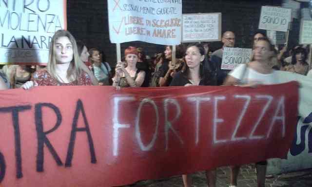 Manifestano 28 luglio alla Fortezza da Basso
