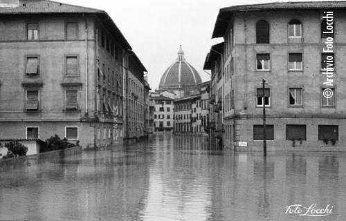 alluvione © Archivio Foto Locchi-IGF_All_132-Piazza dei Ciompi