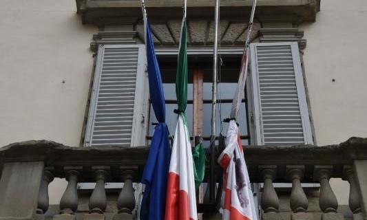 regione bandiere a lutto
