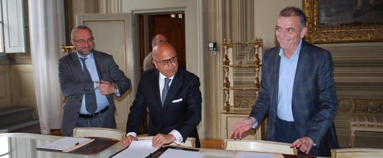 firma con giuffrida angelo bassi e sindaco firenzuola