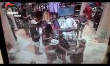 Tentata rapina al Disney Store nel centro di Firenze