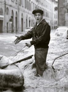 balthazar-korab-korab-image-ragazzo-in-strada-4-novembre-1966