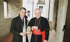 il-marchese-emilio-petrini-mansi-della-fontanazza-riceve-il-premio-bonifacio-viii-dal-s-e-il-card-edwin-frederick-obrien
