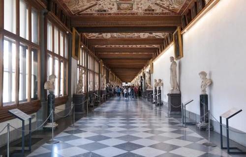 Firenze_-_Galleria_degli_Uffizi_corridoio_livello_superiore-1