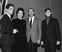 Gino_Bartali_with_family_1963-2