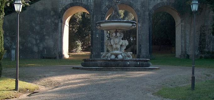Parco di Villa Chigi - Ponte carrabile e Fontana del Sarrocchi