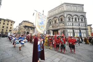 LA CAVALCATA DEI MAGI Per lÕEpifania, un solenne corteo di figuranti attraverserˆ il centro di Firenze per rievocare l'antica tradizione fiorentina della Festa deÕ Magi