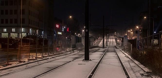 tramvia neve notte taglio