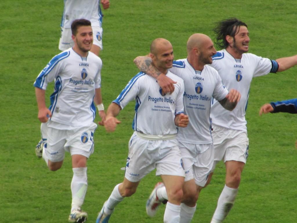 Calcio_Sangiovannese_esultanza.JPG