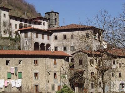 Fabbriche_di_Vallico_scorcio_borgo.jpg
