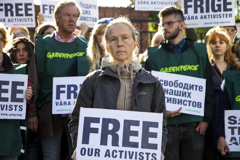 Free_our_activists_Greenpeace.jpg