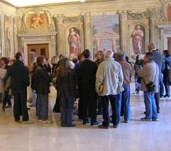 Imparte-Turisti_al_museo_thumb.JPG