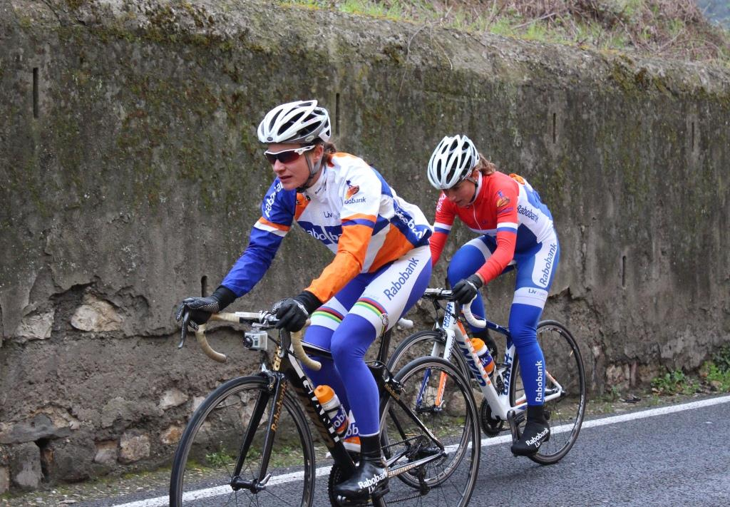Marianne_Vos_e_Annemiek_Van_Vleuten_ciclismo.jpg
