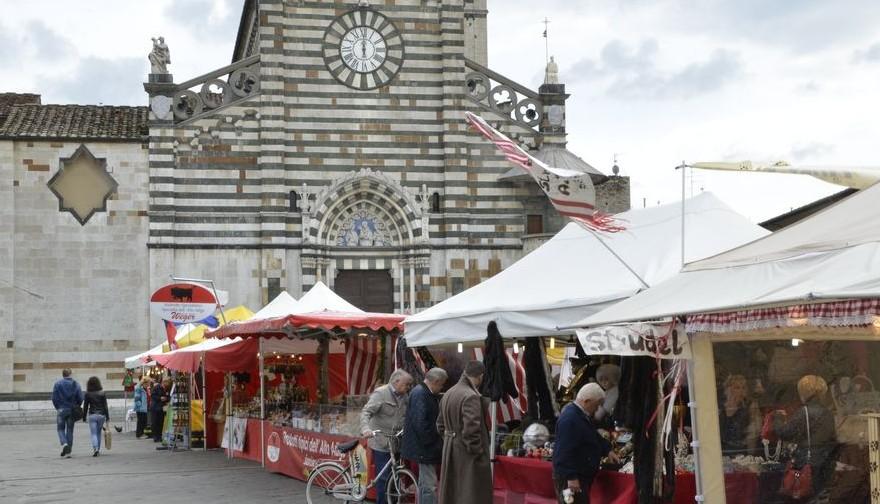 Piazza duomo for Mercato prato
