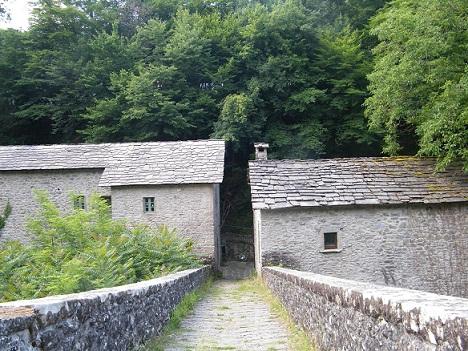 Ponte_e_Castruccio_e_Dogane_Granducali_attualmente_ristrutturate_come_agriturismo40_thumb.JPG