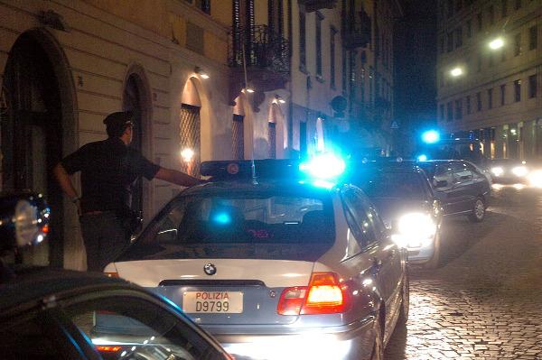 Retata_auto_polizia_notte_medium.jpg