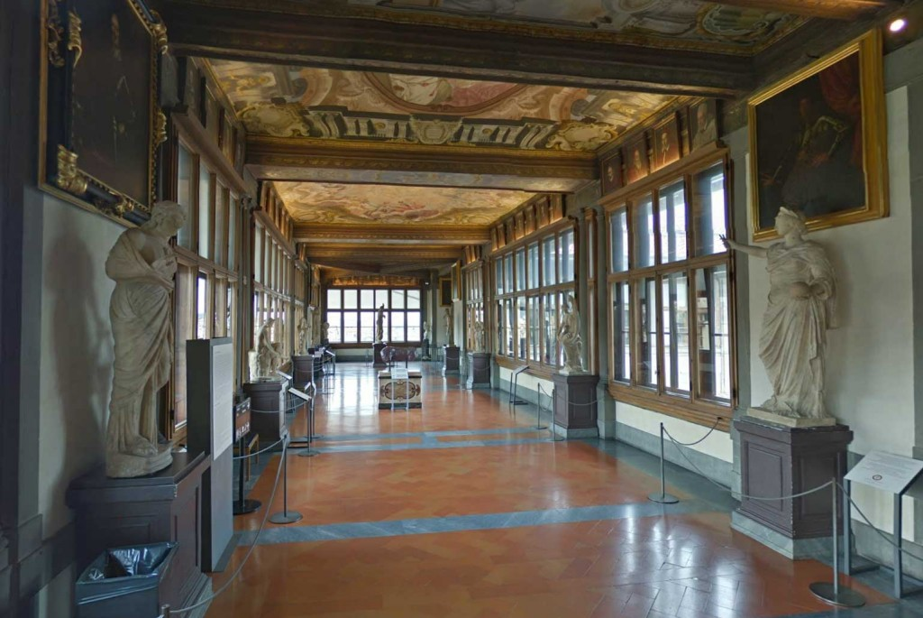 Uffizisecond-corridor.jpg