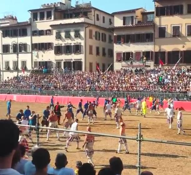 calcio_storico_bianchi_azzurri.jpg