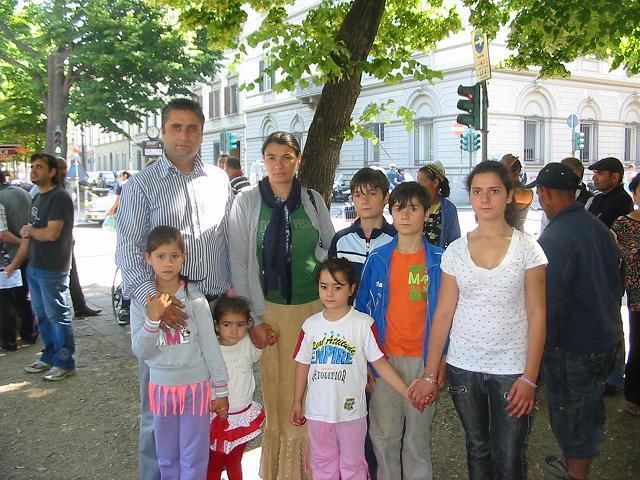 famiglia_di_Adrian_con_moglie_e_sette_figli.JPG
