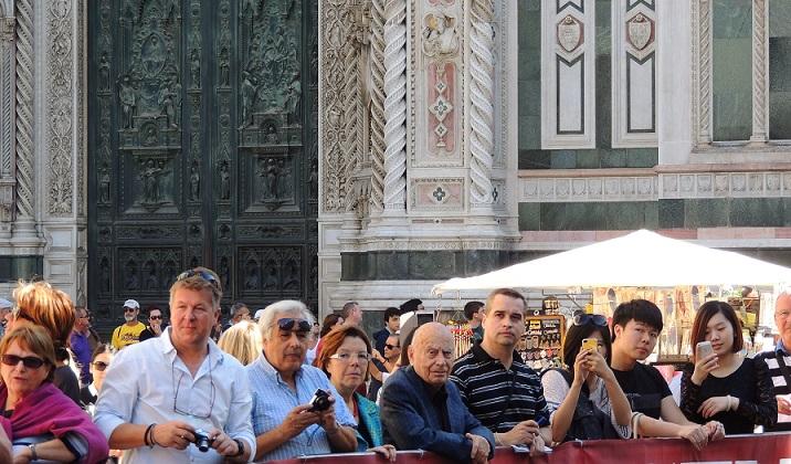 folla_in_piazza_duomo.jpg
