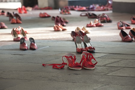 scarpe_rosse_cntro_laviolenza_di_genere.jpg