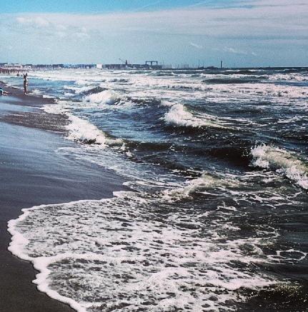 spiaggia_mareggiata_onde.jpg